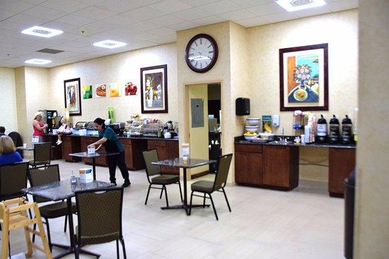 Coldwater, MI : Breakfast area