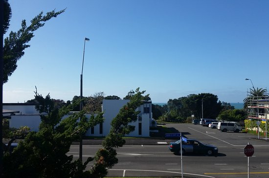 New Plymouth, Nueva Zelanda: Walkway at the end of street pictured, down to beach walks.