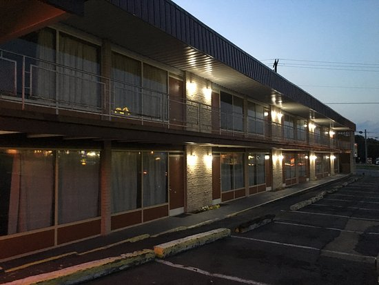 Breezewood Motel Photo