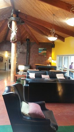 Awaroa Lodge and Cafe