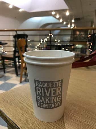 Huntington, Nova York: Upstairs seating with the coffee's cup