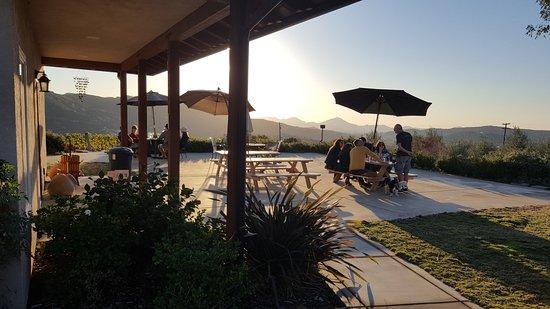 Ramona, Калифорния: great hillside views