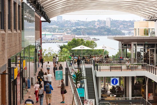 Drummoyne, Australia: Enjoy harbour views at Birkenhead Point Outlet Centre