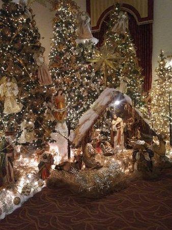 Depew, NY: Salvatore's Christmas Decor
