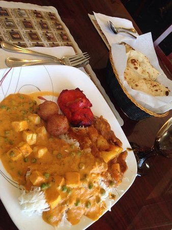 Taj Indian & Indo-Chinese Cuisine: Lunch buffet