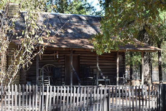 Blountstown, FL: The oldest house on the lot dating 1872. Something older than Bernie Sanders!
