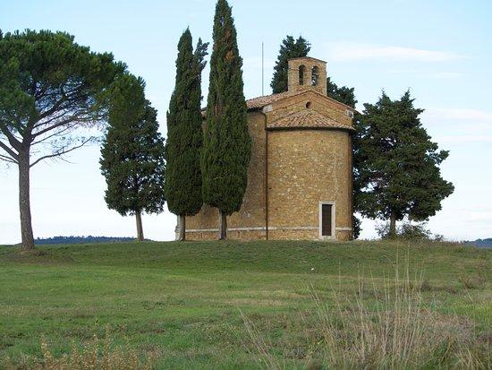 San Quirico dOrcia, Italia: Madonna de Vitality Chapel