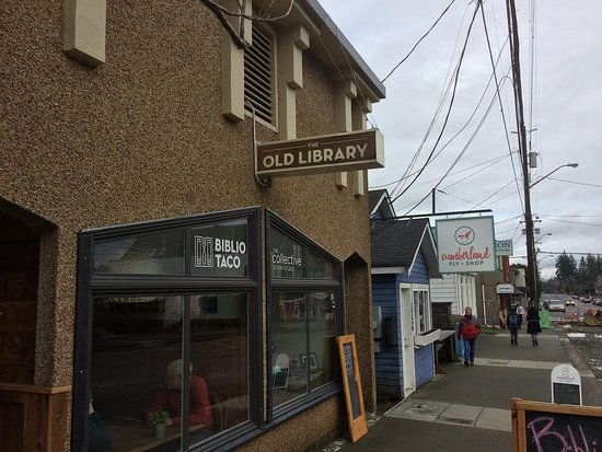 The front of Biblio Taco - part of the Old Library building in Cumberland.
