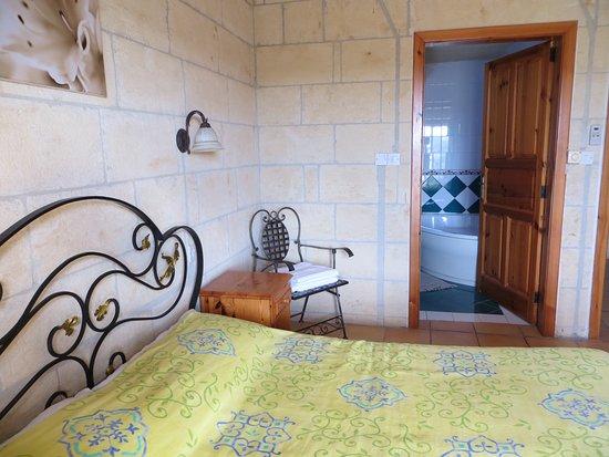 Xaghra, Malta: gardenia suite