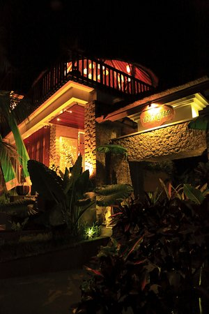 Ubud Green: Night shoot of the entrance