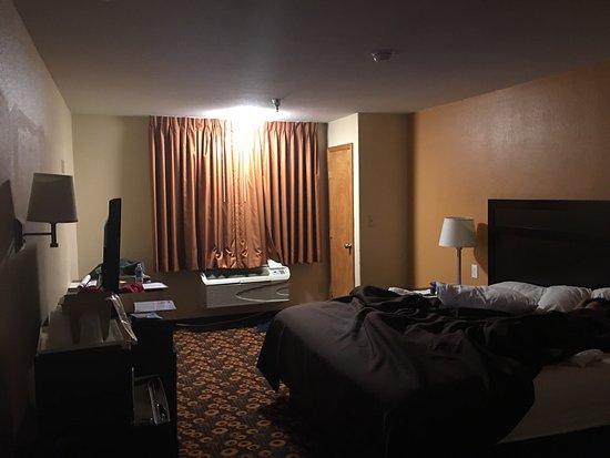 Econo Lodge Inn & Suites: photo0.jpg