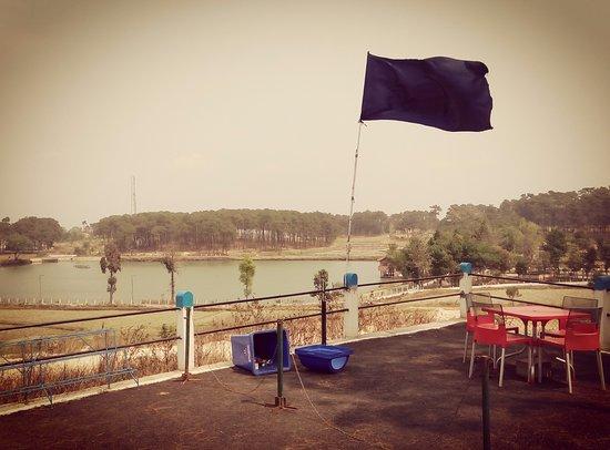 Meghalaya, Indie: Sajar Nangli Lake
