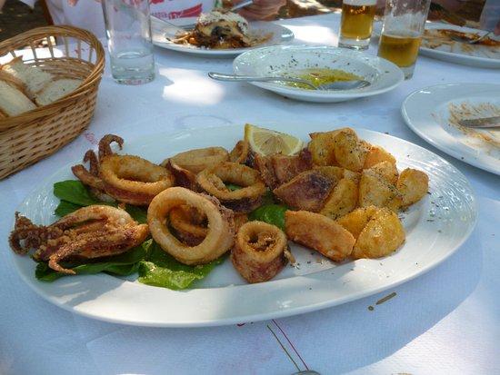 Vartholomio, Greece: Meeresfrüchte mit selbst geschnittenen Patates