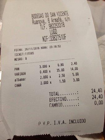 Провинция Луго, Испания: Pasamos de casualidad y menos mal. Imprescindible de tapeo. Esa se supone que era una tabla pequ