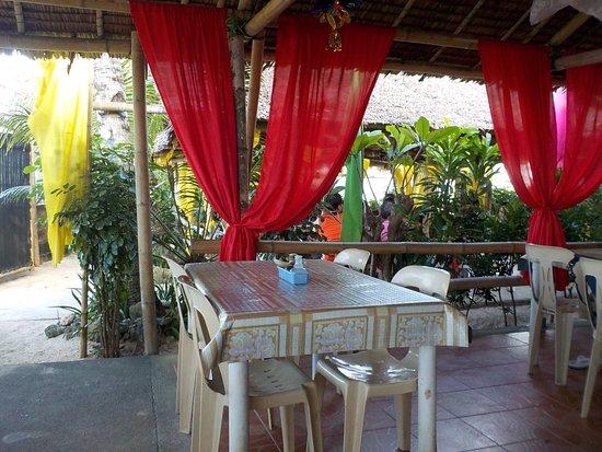 Puka Grande Restaurant: locale piccolo