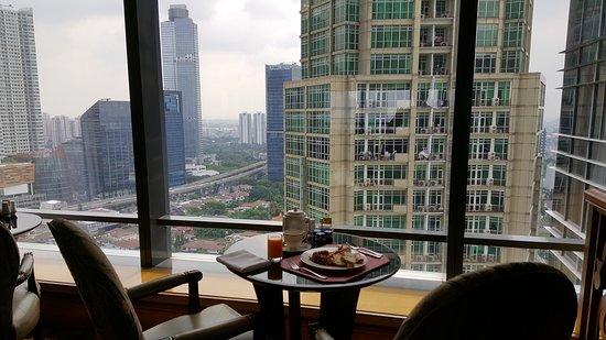 The Ritz-Carlton Jakarta, Mega Kuningan: 20161013_093419_large.jpg
