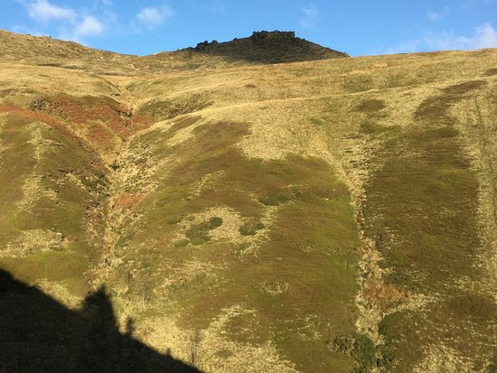Edale, UK: View from Jacob's Ladder over to rock tors on Kinder plateau