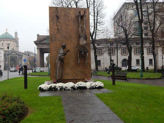 Monumento al Partigiano : Interesting monument