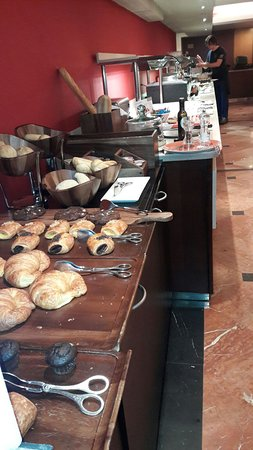 Hotel Catalonia Barcelona 505: Muy buen bufett  (desayuno y servicio)