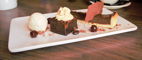 Aldeburgh, UK: Beautiful trio of chocolate dessert