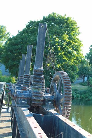 Gananoque, Canada: Part of the lock system in the park