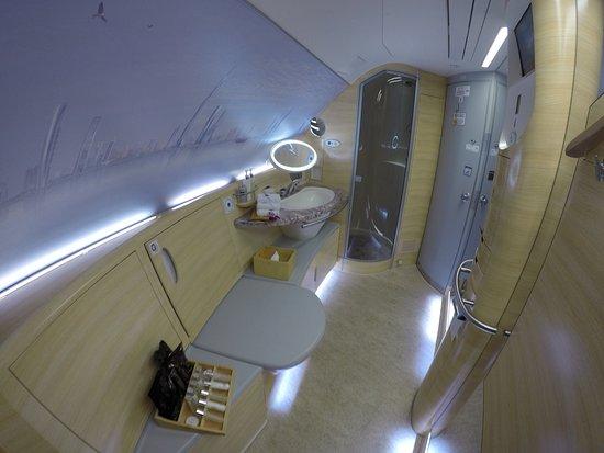 emirates grosse nasszelle mit wc und dusche - Nasszelle Dusche Wc