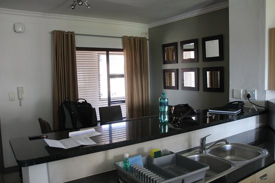 Westpoint Executive Suites: Kitchen and dining area