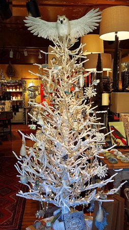"Washington, VA: Christmas Tree with Snowy White Owl Tree Topper from Ballard's ""Into the Wild"" tree decorations"