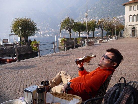 Torno, Italië: 戶外用餐區與LAKE COMO