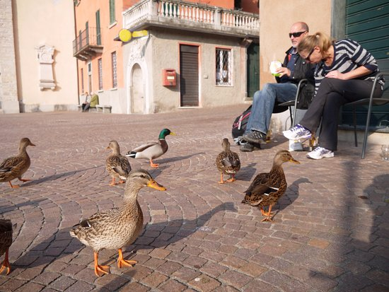 Torno, Italië: 餐廳門口客席