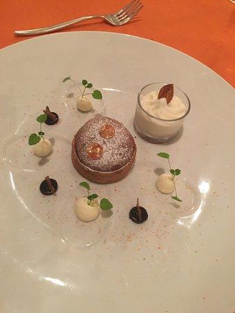 Sierre, สวิตเซอร์แลนด์: Gâteau soufflé fourré d'une pulpe aux myrtilles