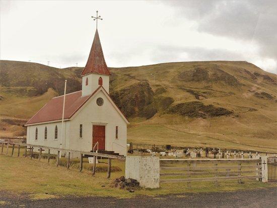 Копавогюр, Исландия: Une petite chapelle perdu au milieu des montagnes