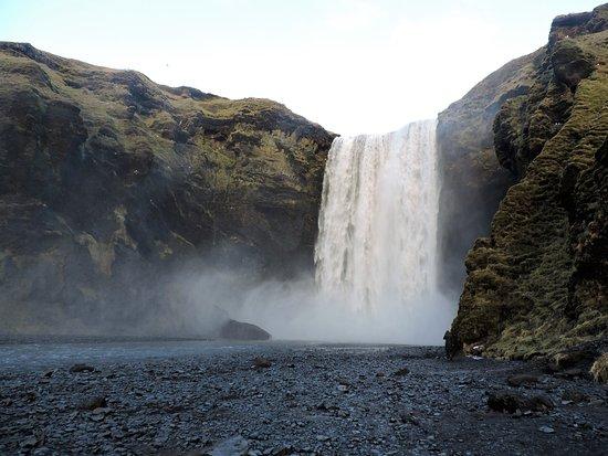 Копавогюр, Исландия: La cascade Skegafoss, impressionnante