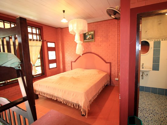 Nice 'N Easy House: Family Loft Room
