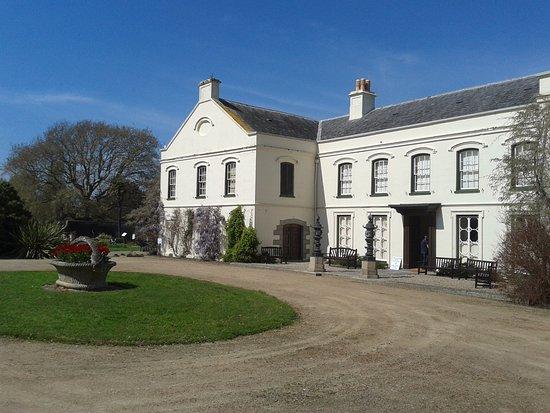 Samares Manor