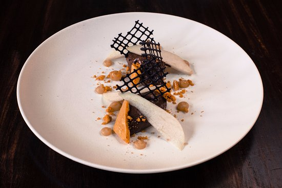 Ravenstonedale, UK: Chocolate mousse pear & liquorice, cinder toffee, cocoa