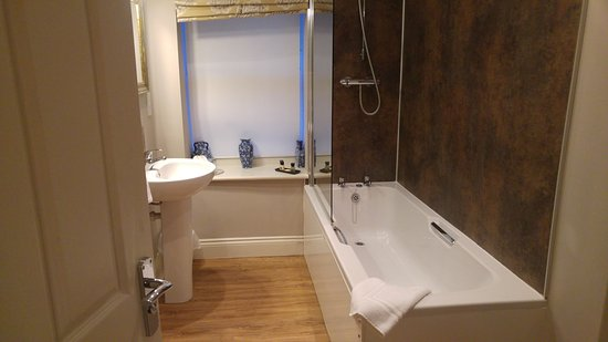Brantwood Country Hotel: bathroom