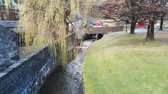 Pitlochry, UK: Aus diesem Bach wird das Wasser für den Whisky entnommen