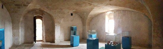 Lunel, France : La pièce du haut