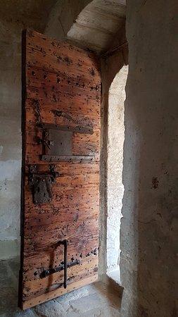 Lunel, France : Porte de cachot