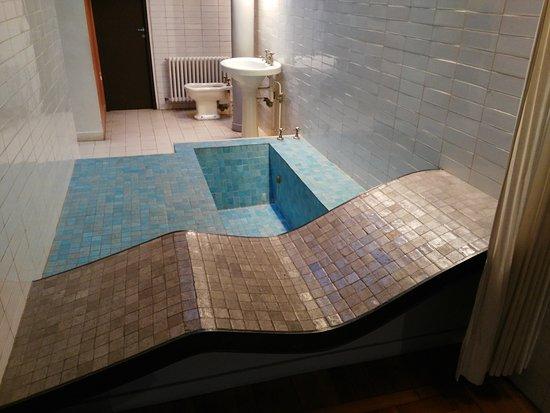 Salle de bain de la suite parentale Picture of Villa Savoye