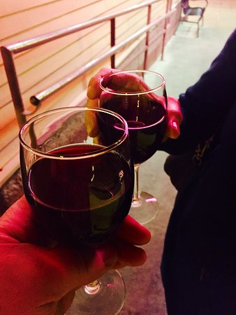Mandina's : Pinot on the porch