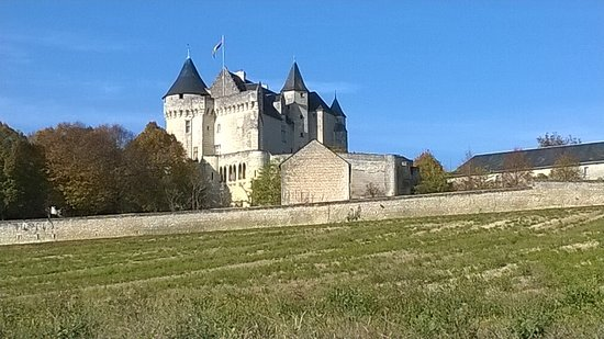 Usseau, France: vue autour des remparts