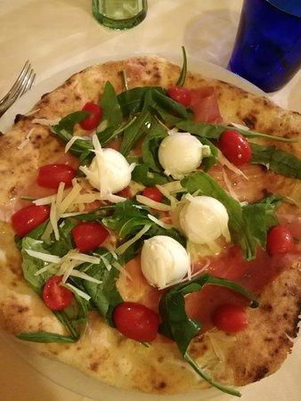 Bellona, Италия: Pizza con bocconcini