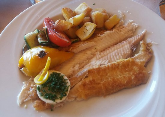 Biodola, Italia: pesce al forno (non ricordo quale) con contorno di verdure