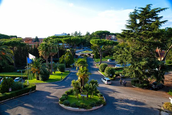Crowne Plaza Rome - St. Peter's: Room balcony view - front garden