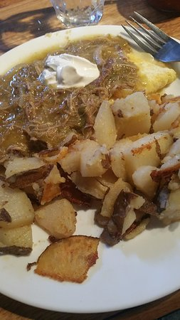 Atascadero, كاليفورنيا: Chili Verde Omelette with Home Fries
