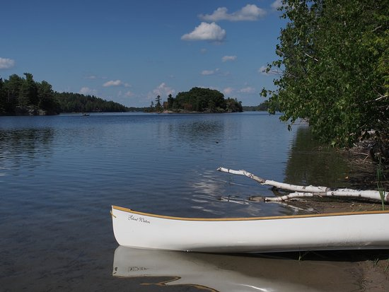 Lansdowne, Canada: Bring your canoe or rent one. Lovely serene lake to paddle.