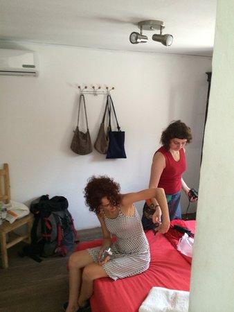 Destino26 Hostel: CAMA MATRIMONIAL EN HABITACIÓN PARA TRES PERSONAS
