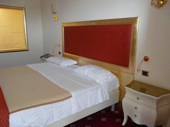 Hotel All'Alba: letto